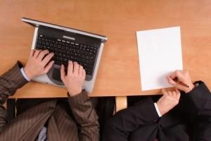 asesoría, dos personas trabajando