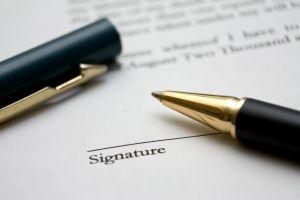 Lapiz y contrato